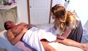 Hot young Jessie Andrews is uneasy by Tommy Gunns body that came for a massage. She fundamentally not resist his big dick and gives him handjob.