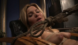 She gets fingered and then spread wide on the stun and sucks dildo
