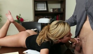 Check out stunning spoken skills of Jessie Rogers, who really loves sucking dongs