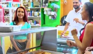 Alice Illustrate & Adrian Maya & Raven Redmond  in Hot Dog Stand - MoneyTalks