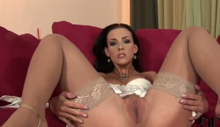 Veronica Carso cant restraint fingering her muff