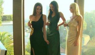 Fashionable lesbian landowners
