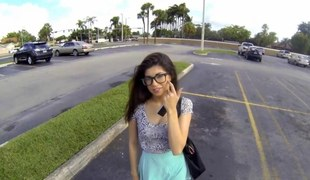 Nerdy teenager Ava Taylor sucking some dick in a parking lot