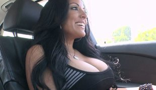 Fat titted MILF Kiara Marie